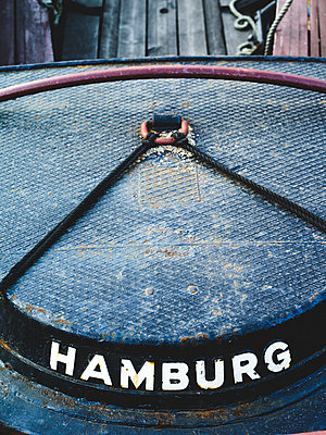 Heck einer Barkasse im Binnenhafen, Hamburg - p1493m1584686 von Alexander Mertsch