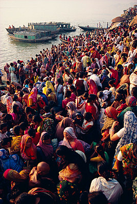 Mass bathing in the Ganges (Ganga) River during the Kartik Poonima Festival, Varanasi (Benares), Uttar Pradesh State, India, Asia - p8710106 by John Henry Claude Wilson