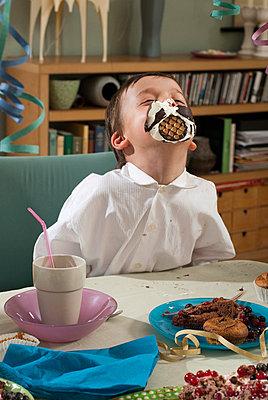 Kindergeburtstag - p1107m899668 von Barbara von Woellwarth