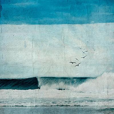 France, Contis-Plage, breaking wave, textured photography - p300m1355849 by Dirk Wüstenhagen