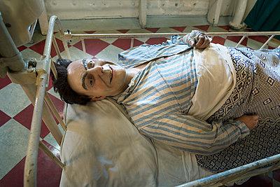 happy patient - p1132m1124926 by Mischa Keijser