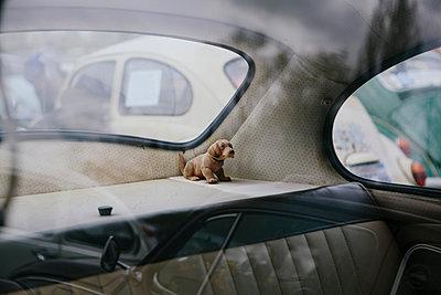 Wackeldackel im VW-Käfer I - p1357m1510895 von Amadeus Waldner
