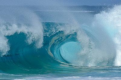 Large splashing wave of Pacific Ocean - p300m2282459 by Martin Rügner