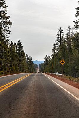 Highway, Oregon, USA - p756m2053406 by Bénédicte Lassalle