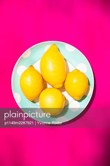Lemons - p1149m2287921 by Yvonne Röder