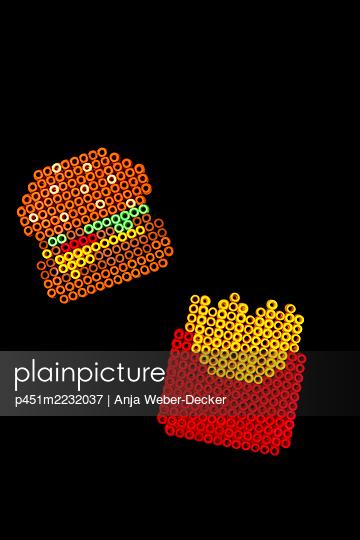Hamburger und Pommes aus Bügelperlen - p451m2232037 von Anja Weber-Decker