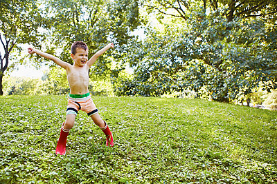 Caucasian boy playing in park - p555m1459324 by Jasper Cole