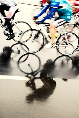 Bicycle race - p739m904255 by Baertels