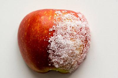 Apfel mit Zucker - p1212m1440329 von harry + lidy