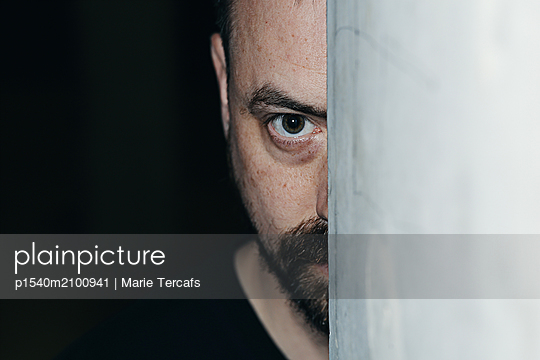 Close-up of a man against a concrete wall  - p1540m2100941 by Marie Tercafs