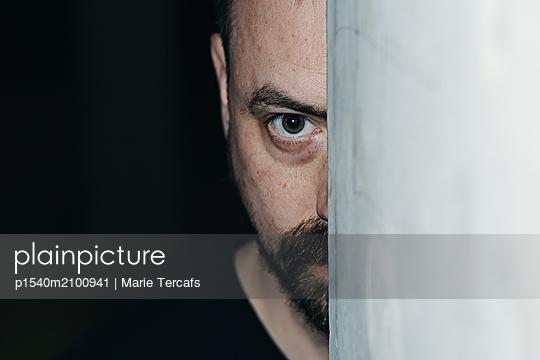 Starrer Blick - p1540m2100941 von Marie Tercafs