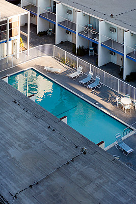 A hotel swimming pool view from a high angle - p1094m890271 by Patrick Strattner