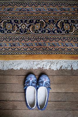 Slippers and oriental carpet, Château de Vellexon  - p335m2177665 by Andreas Körner