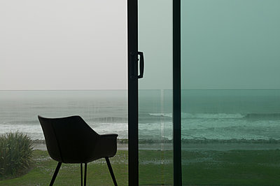 Room with sea view  - p470m2270109 by Ingrid Michel