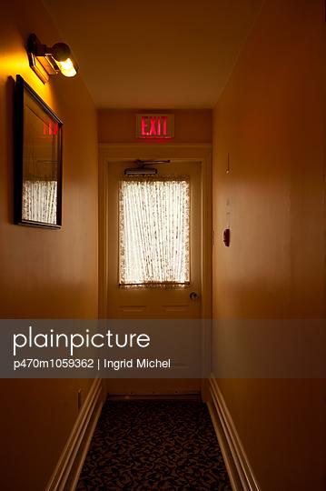 Hotel corridor - p470m1059362 by Ingrid Michel