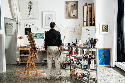 Maler seinem Atelier - p081m741566 von Alexander Keller