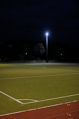 Empty football pitch at night; Berlin; Germany - p1047m789477 by Sally Mundy