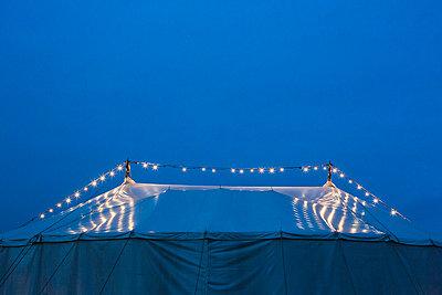 Zirkuszelt - p1057m934477 von Stephen Shepherd