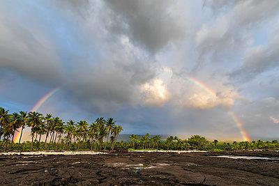 USA, Hawaii, Big Island, Pu'uhonua o Honaunau National Park, lava coast and rainbow - p300m2103583 by Fotofeeling