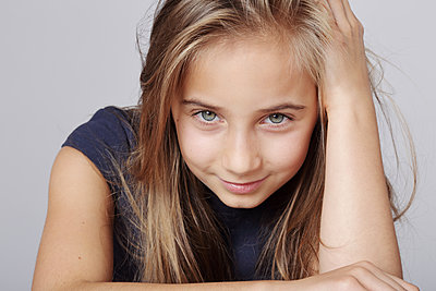 young long-haired girl with blue eyes smiling  - p1540m2110362 by Marie Tercafs