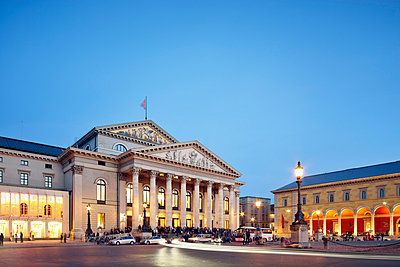 Germany, Bavaria, Munich, National Theatre at blue hour - p300m1022991f by Biederbick&Rumpf