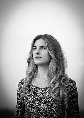 Blond woman - p552m2071142 by Leander Hopf