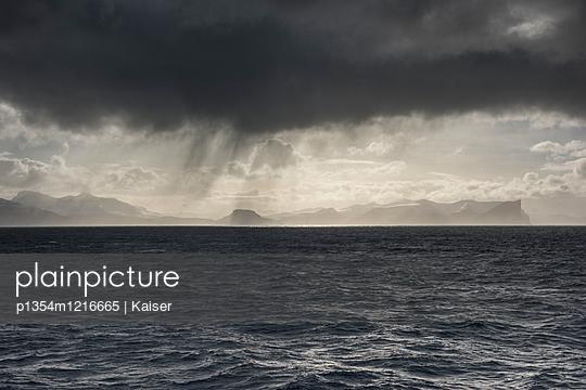 Blick auf die Färöer Inseln - p1354m1216665 von Kaiser
