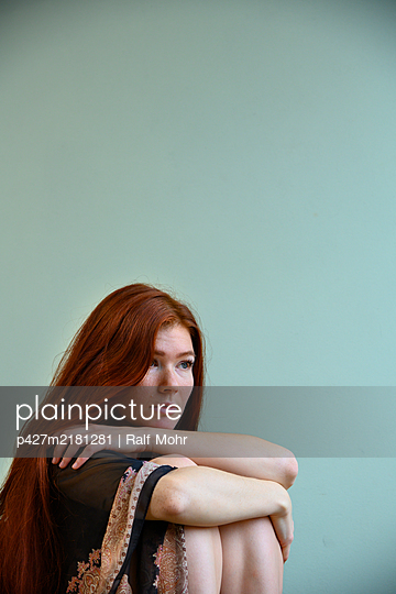 Red-haired woman - p427m2181281 by Ralf Mohr
