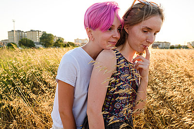 Sisters in the evening light - p1363m2258717 by Valery Skurydin