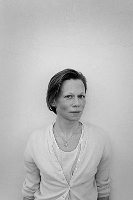 Portrait - p258m885466 von Katarzyna Sonnewend