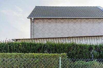 Haus und Garten - p267m1165840 von Ingo Kukatz