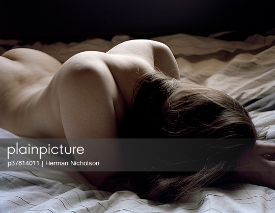 Nude woman on bed - p37814011 by Herman Nicholson