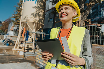 Woman supervisor using digital tablet while standing at construction site - p300m2226247 by Mareen Fischinger
