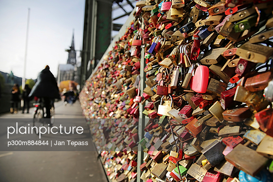 love locks at Hohenzollernnbruecke - p300m884844 by Jan Tepass