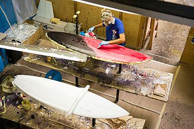 Surfbrett-Werkstatt - p1142m1000502 von Runar Lind