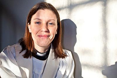 Female priest, portrait - p1687m2284301 by Katja Kircher