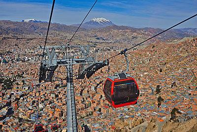 Seilbahn in La Paz - p390m1190295 von Frank Herfort