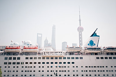 Cruise to Shanghai - p795m1161285 by JanJasperKlein