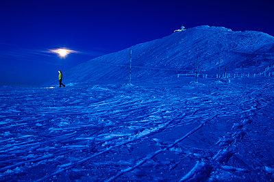 walker in a winter landscape using a headlamp, Mount Sniezka, Karkonosze mountains, Poland. - p343m1090063 by Guillem Lopez Sanchez