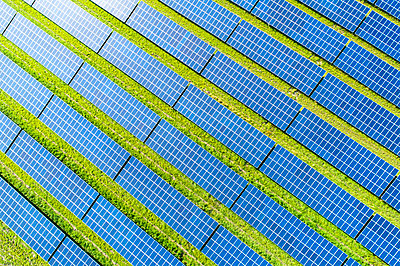 Aerial view of photovoltaic plant - p300m2023590 by Roman Märzinger