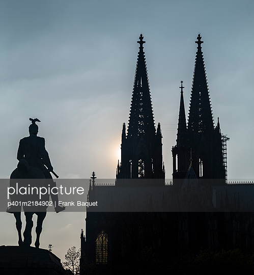 Equestrian Monument and Cologne Cathedral - p401m2184902 by Frank Baquet