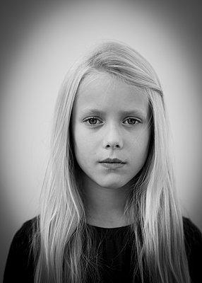 Blond girl - p552m2071140 by Leander Hopf