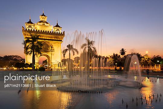 Patuxai Victory Monument (Vientiane Arc de Triomphe) and fountain floodlit at dusk, Vientiane, Laos, Indochina, Southeast Asia, Asia - p871m2113661 by Stuart Black