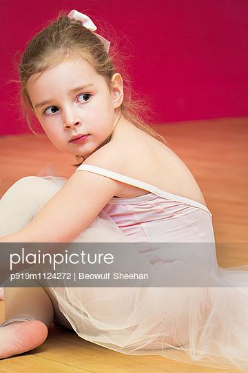 Kleine Ballerina - p919m1124272 von Beowulf Sheehan