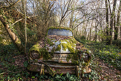 Abandoned car - p1440m1497530 by terence abela