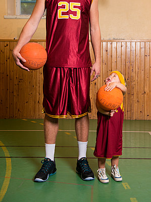 A tall and a short basketplayer - p312m1472042 by Elliot Elliot