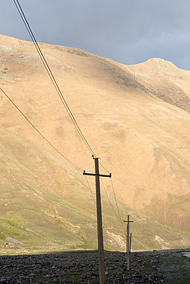 Strommast im Kaukasus - p795m1592017 von JanJasperKlein
