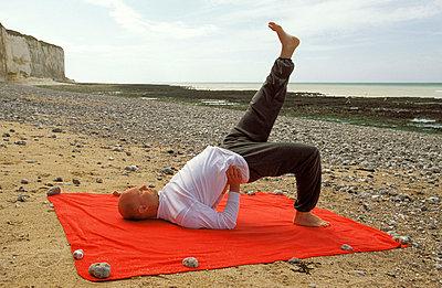 Yoga am Strand - p2200304 von Kai Jabs