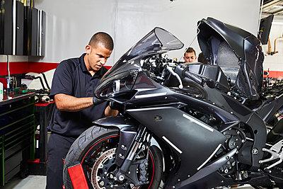 Workers making motorcycle in factory - p1166m1209885 by Cavan Images