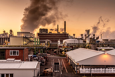 Chemical industrial plant - p401m2228379 by Frank Baquet